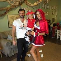 Alessandra Ambrosio y su prometido, con el pequeño Noah Phoenix