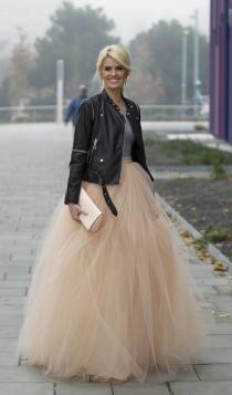 Las cazadoras de cuero también son para novias como Adriana Abenia