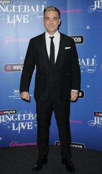 Robbie Williams también posa como un buen chico