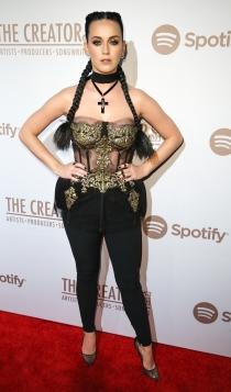 Fiesta de Spotify: el look más barroco de Katy Perry