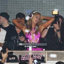 Paris Hilton, dándolo todo como DJ en una fiesta