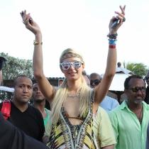 Paris Hilton también lo da todo en Coachella