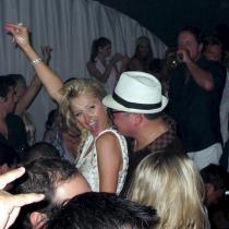 Paris Hilton en estado puro, lo da absolutamente todo