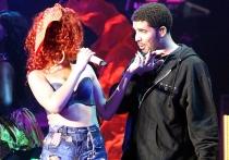 Rihanna, muy sexy con Drake en sus conciertos