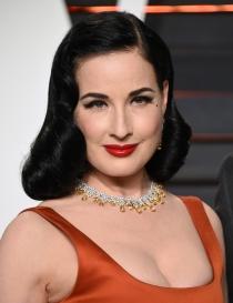 Peinados Oscars 2016: el pelo retro de Dita von Teese