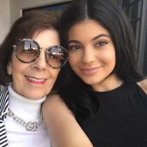 Famosos con sus abuelos: Kylie Jenner y M.J