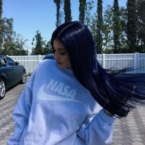 El pelo azul de Kylie Jenner, nueva peluca