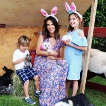 Alessandra Ambrosio, Pascua con sus hijos en Instagram