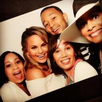 La madre de John Legend, junto a Chrissy Teigen y más familiares