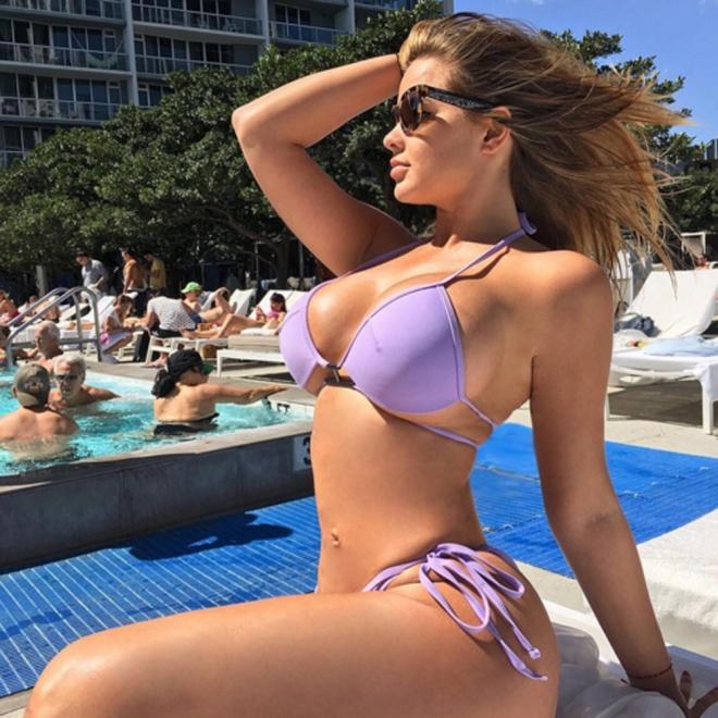Anastasiya Kvitko en la piscina a lo Kim Kardashian