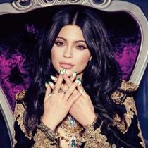 Las uñas siempre exageradas de Kylie Jenner
