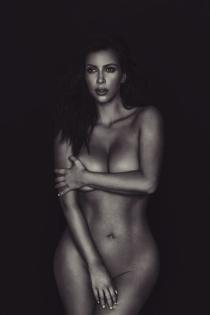 La foto desnuda de Kim Kardashian celebrando el Día de la Mujer