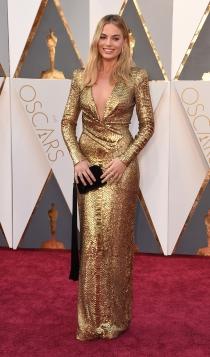 Margot Robbie, sexy de dorado