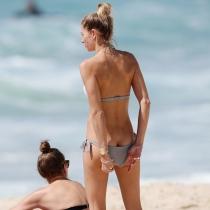 Descuidos de famosas: la modelo Jessica Hart