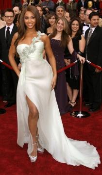 Otro vestido de blanco ideal para novias, de la mano de Beyoncé