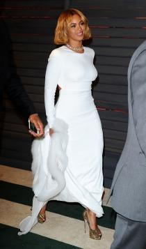 Un vestido de novia sofisticado, el traje blanco de Beyoncé