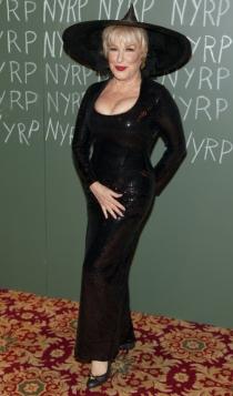 Bette Midler, disfrazada de bruja