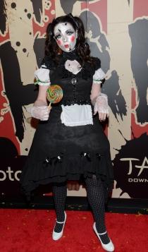 Michelle Trachtenberg, disfrazada de muñeca diabólica