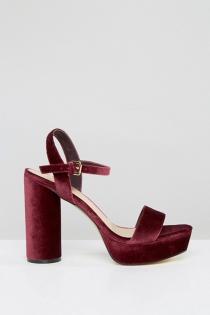 Look casual: Sandalias de terciopelo