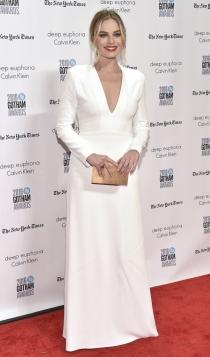 Margot Robbie, guapísima de blanco