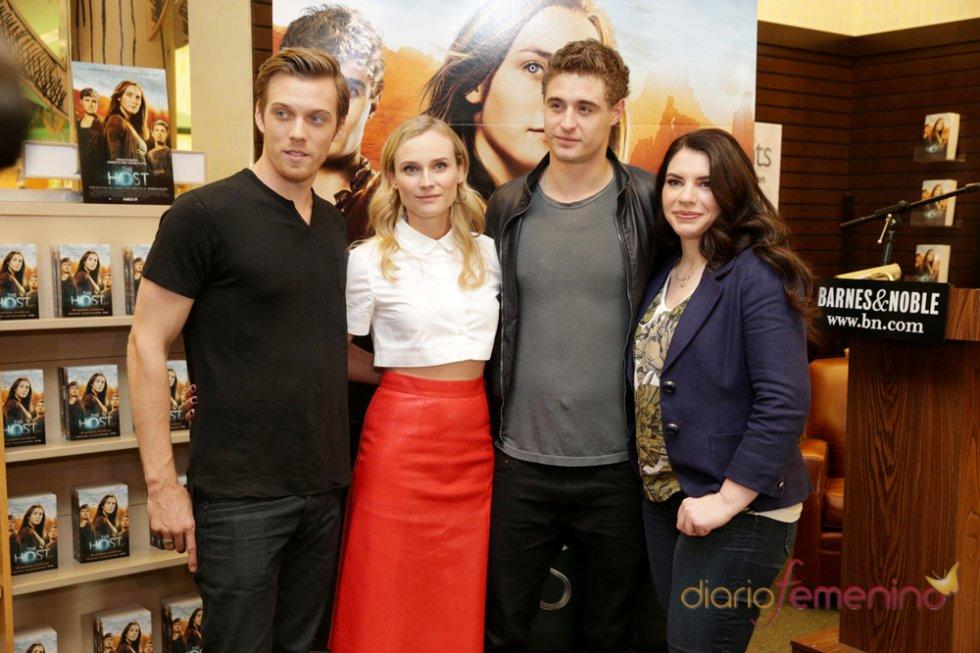 Stephenie Meyer con los actores Max Irons, Diane Kruger, Jake Abel