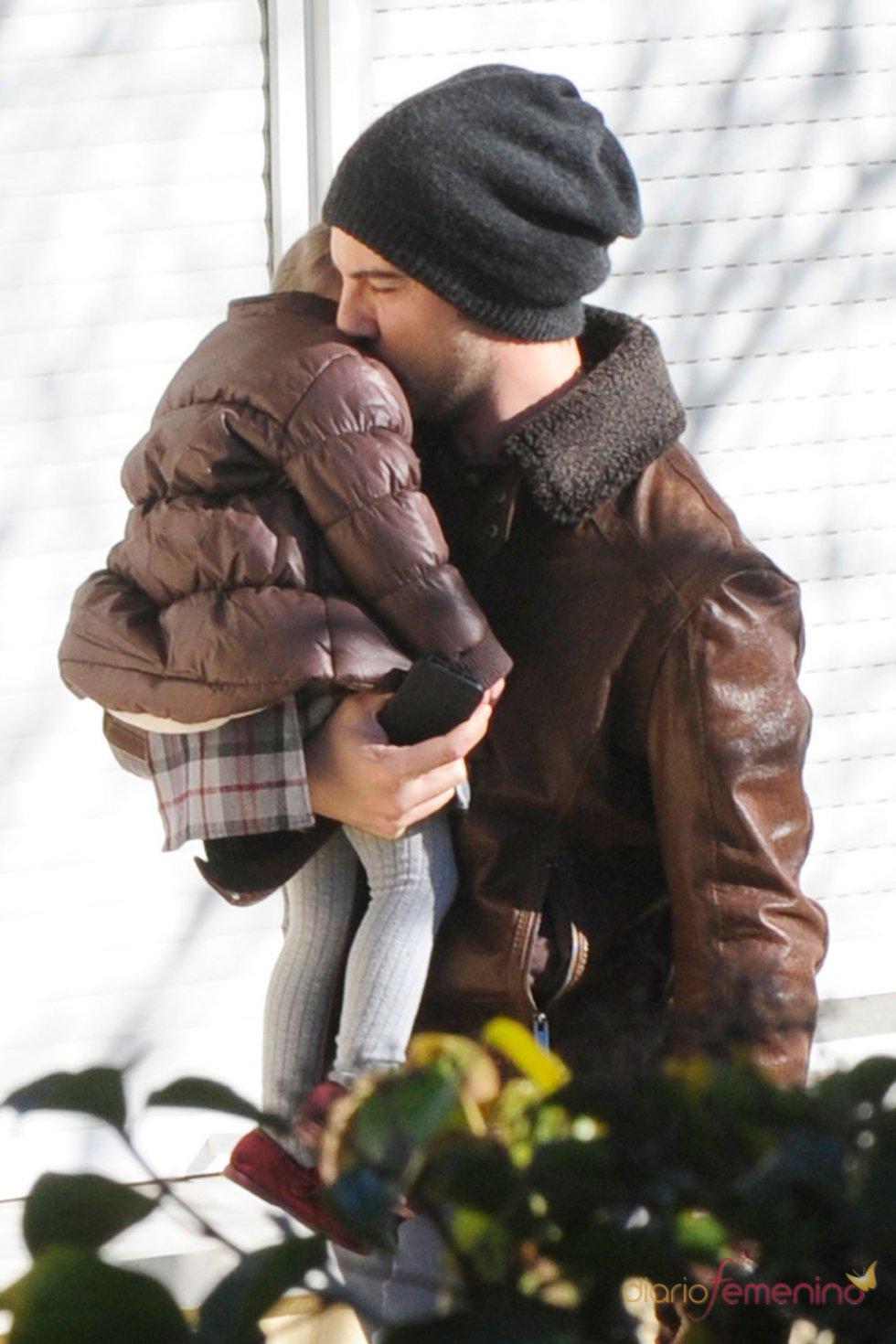 David Bisbal abraza a su hija Ella