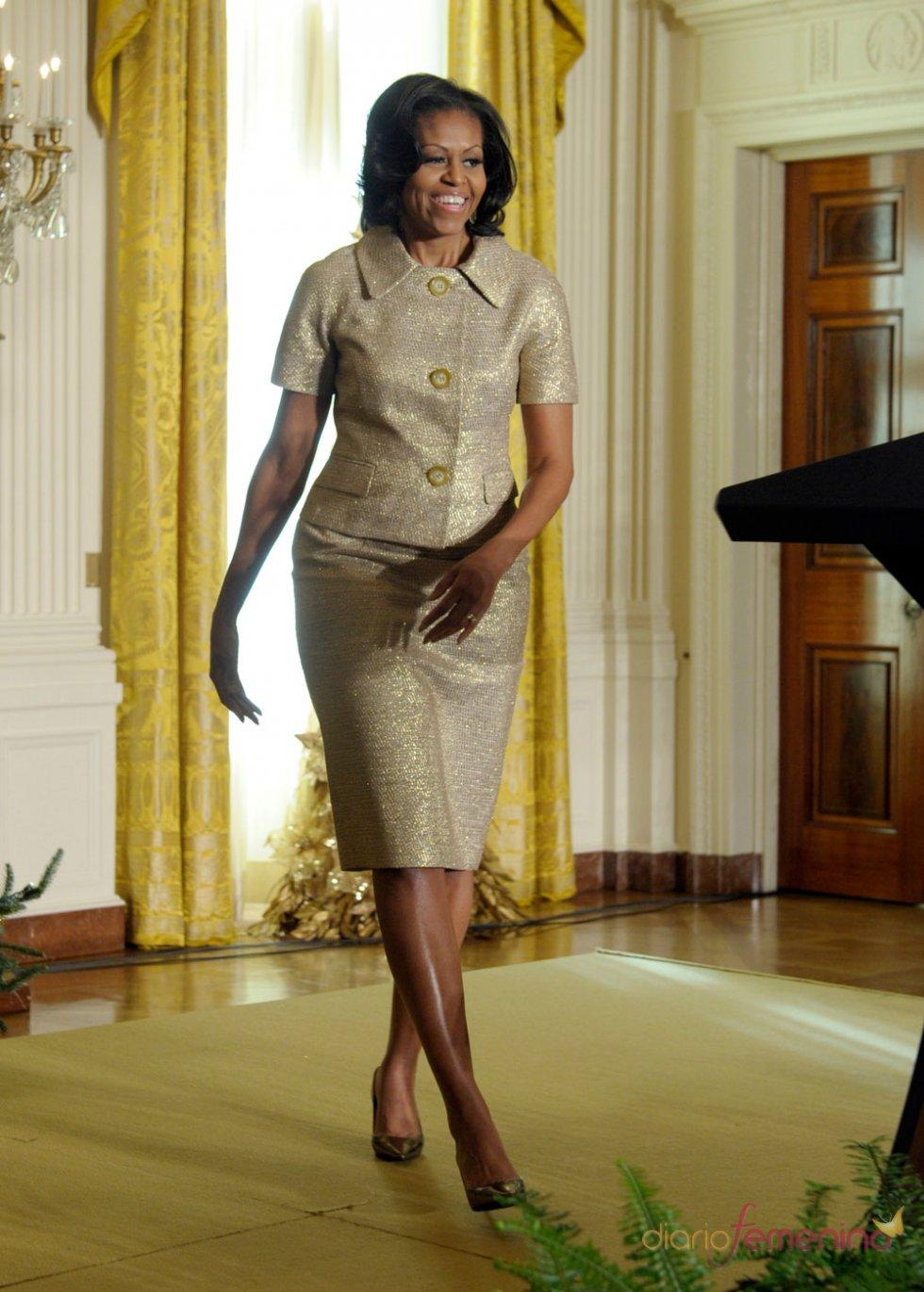 Michelle Obama reluce con el dorado