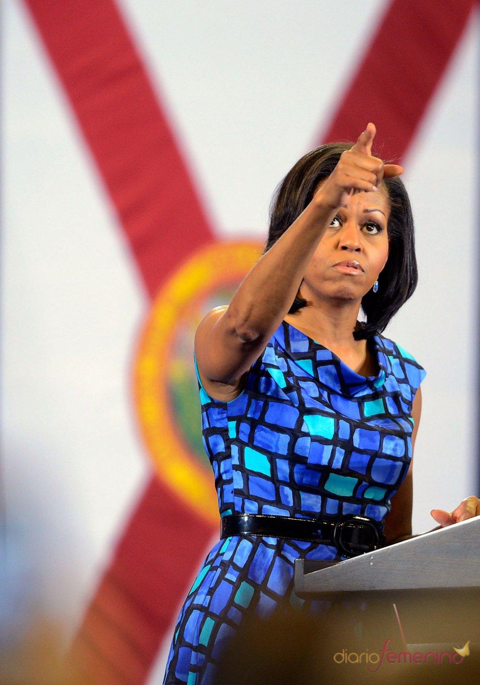 Michelle Obama con un vestido azul