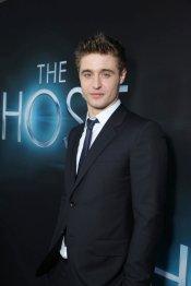 Max Irons en el estreno de 'The Host' en Los Ángeles