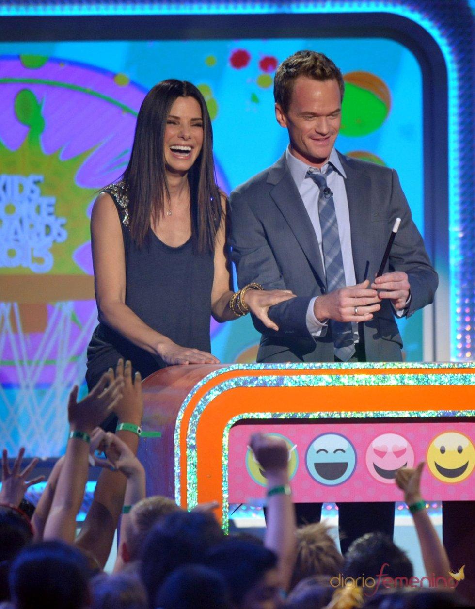Sandra Bullock y Neil Patrick Harris en los Kids' Choice Awards 2013