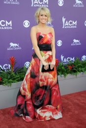 Carrie Underwood en la alfombra roja de los Country Music Awards 2013
