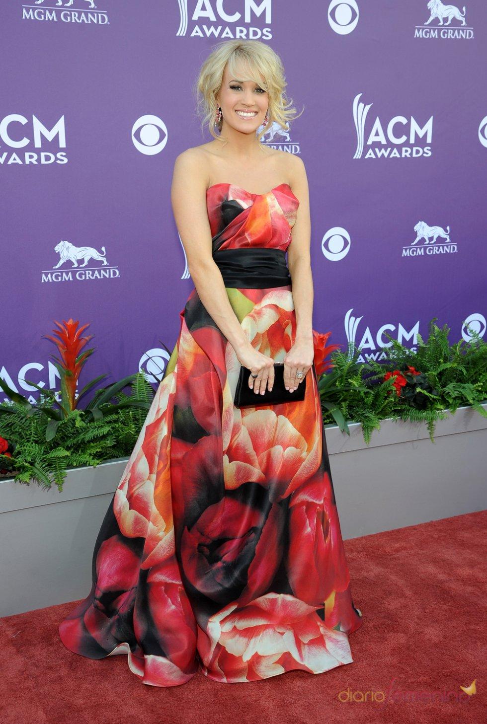 Carrie Underwood en la alfombra roja de los Country Music Awards 2013