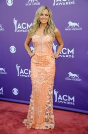 Jewel en la alfombra roja de los Country Music Awards 2013