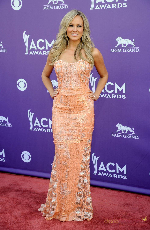 Jewel en la alfombra roja de los Country Music Awards 2013