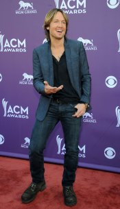 Keith Urban en la alfombra roja de los Country Music Awards 2013