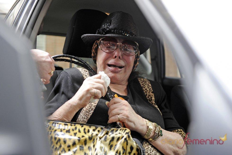 Marujita Díaz llega destrozada a la residencia de su amiga, Sara Montiel