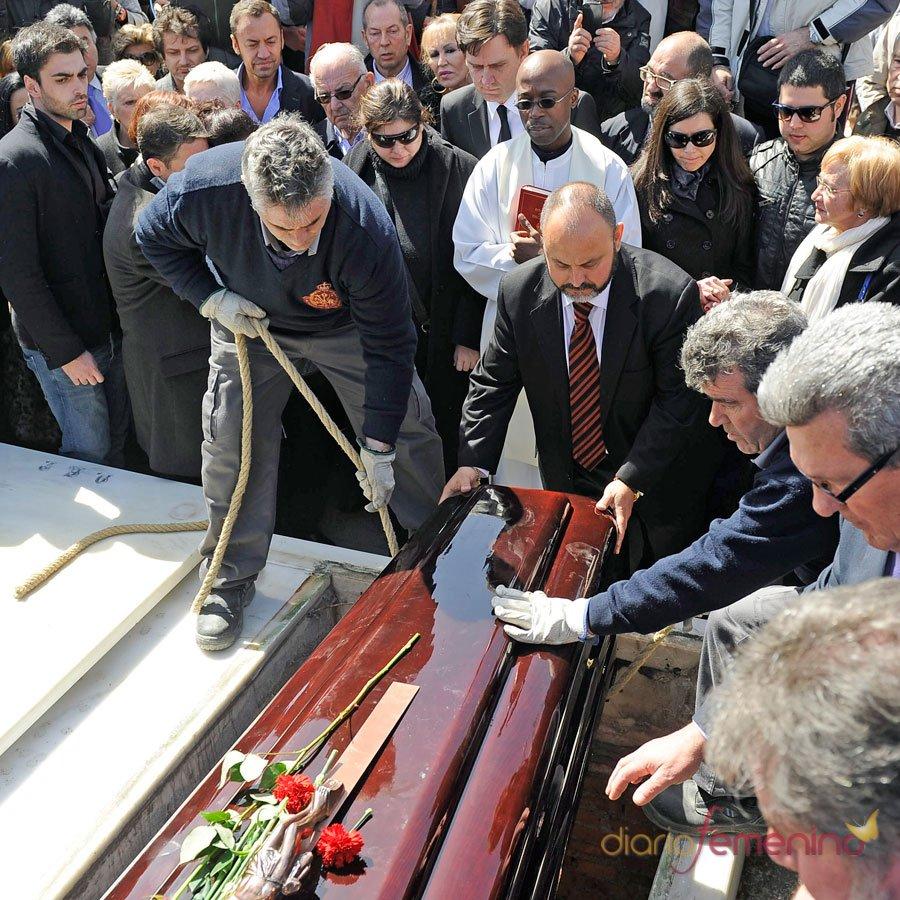 El entierro de Sara Montiel: un adiós multitudinario
