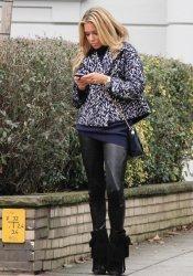 Sylvie Van der Vaart prefiere los zapatos altos