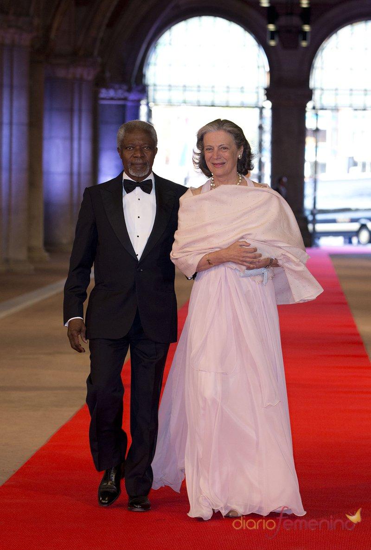 Kofi Annan y su mujer, Nane Maria Wallenberg, en la última cena organizada por Beatriz de Holanda como Reina