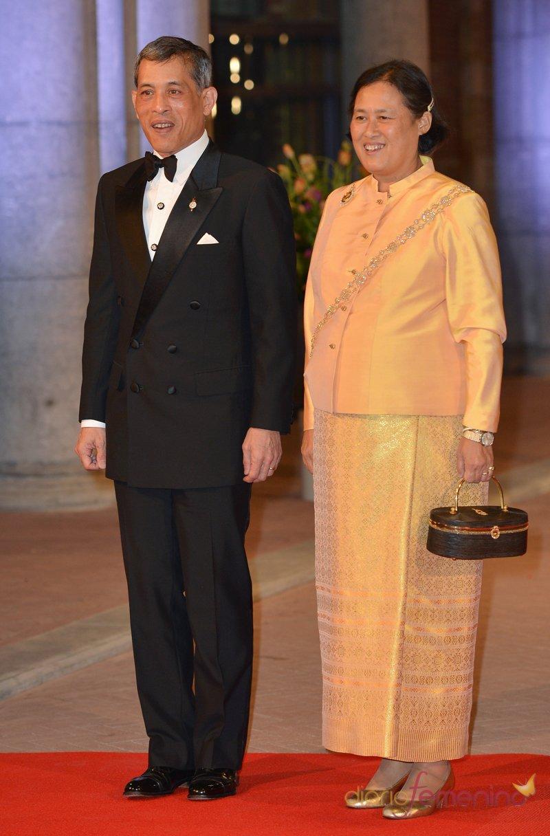 Maha Chakri, princesa de Tailandia, en la última cena organizada por Beatriz de Holanda como Reina