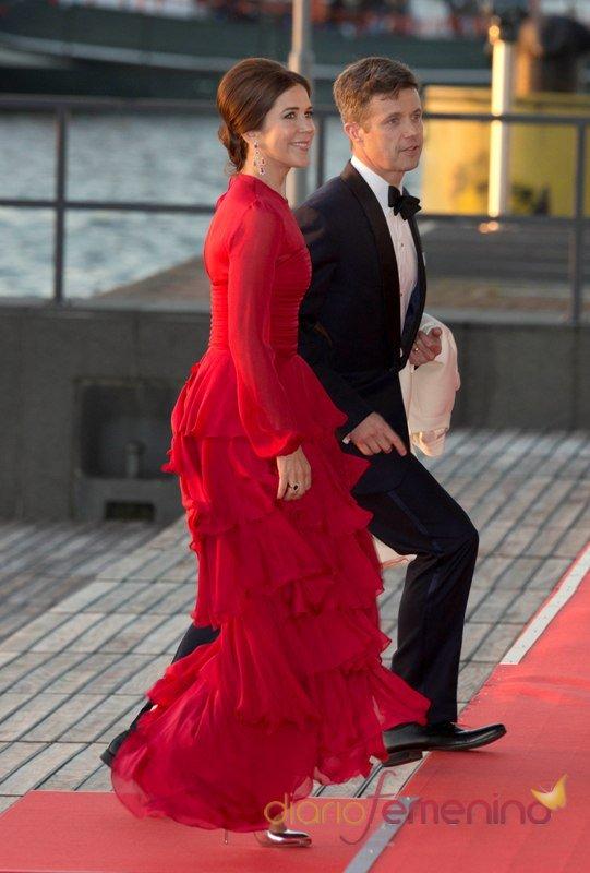 Federico de Dinamarca y Mary Donaldson en la primera cena organizada por Guillermo y Máxima Zorreguieta como Reyes