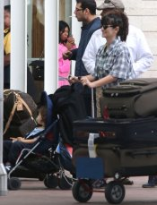 Penélope Cruz pasea a su hijo