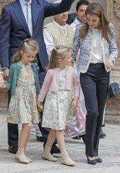 La princesa Letizia acompañada de las infantas Sofía y Leonor