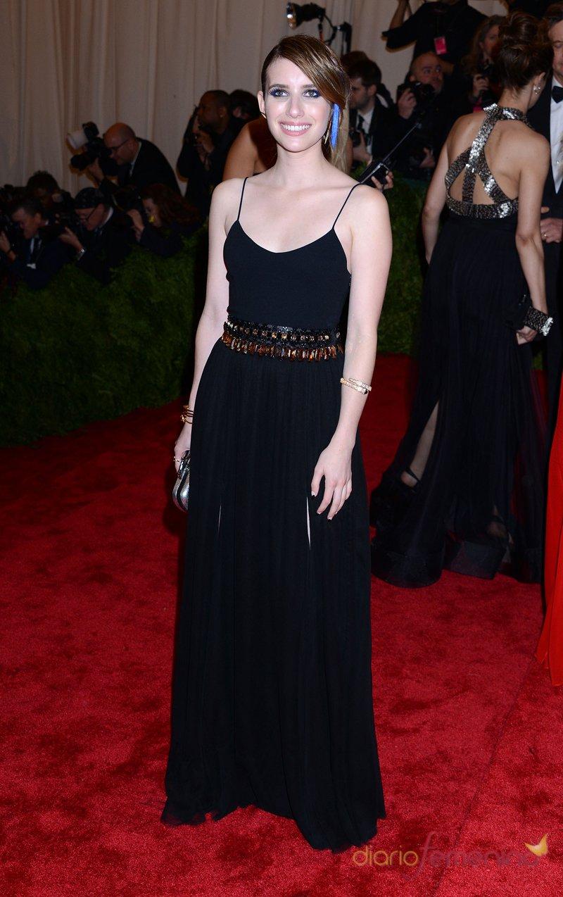 El look de Emma Roberts en la gala MET 2013 dedicada a la estética Punk