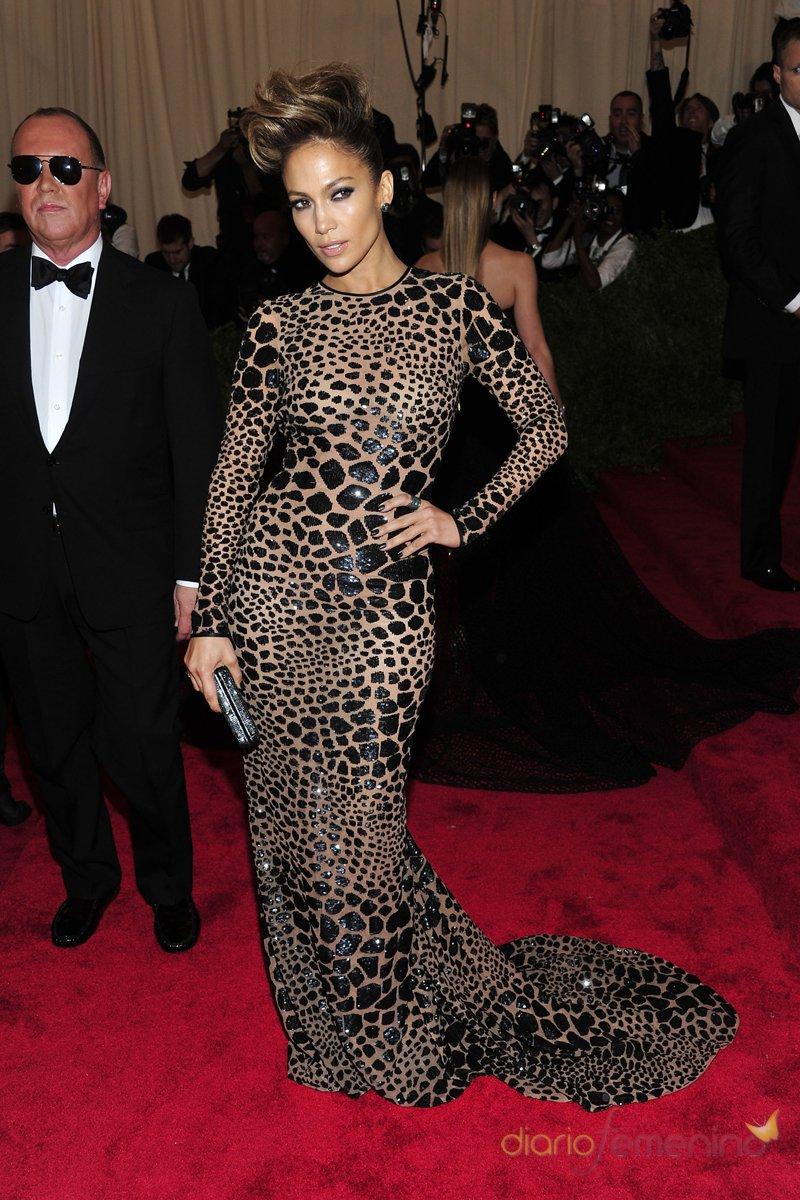 El look de Jennifer Lopez en la gala MET 2013 dedicada a la estética Punk