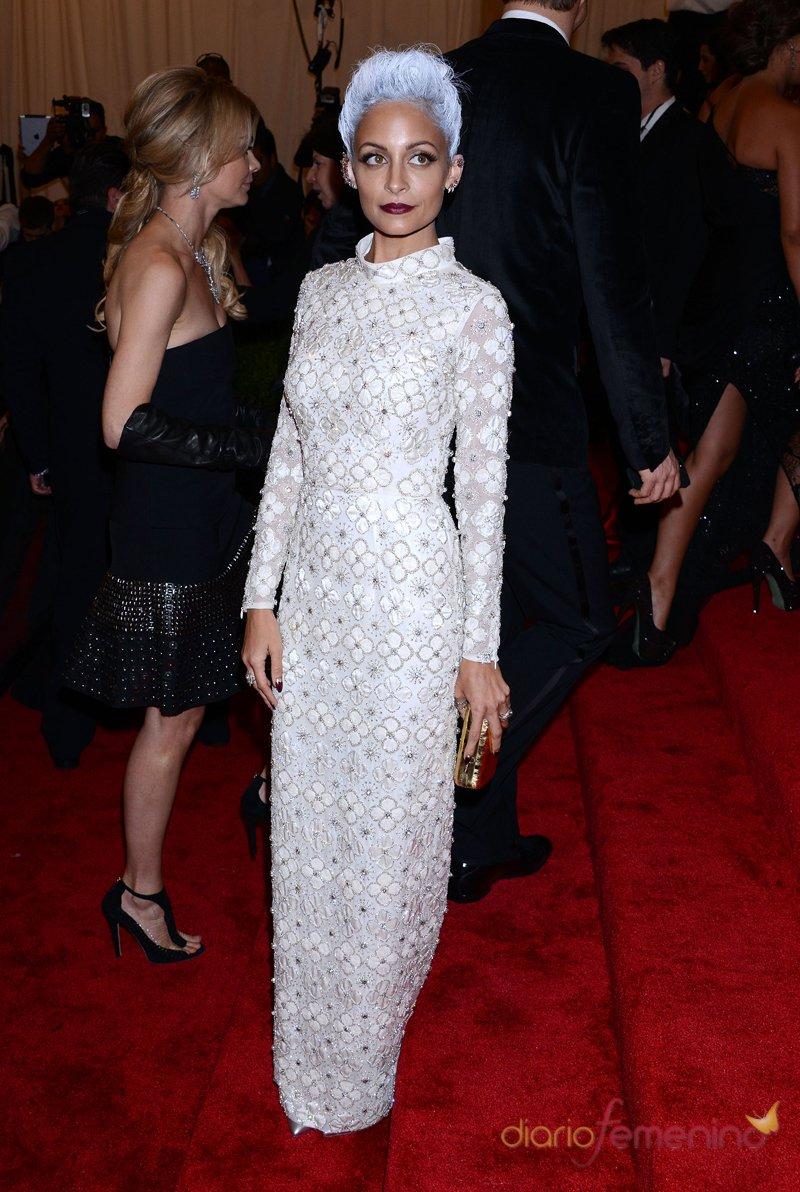 El look de Nicole Richie en la gala MET 2013 dedicada a la estética Punk