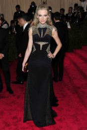 El look de Taylor Swift en la gala MET 2013 dedicada a la estética Punk