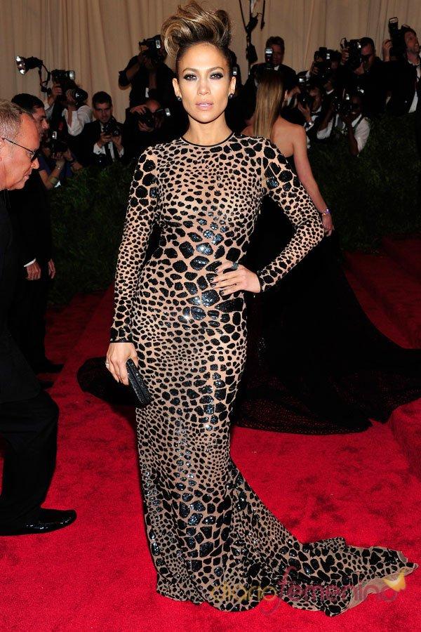 Vestidos de fiesta: estampados exóticos a la moda