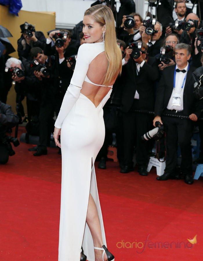 Dourtzen Kroes luce escote en la espalda en Cannes 2013