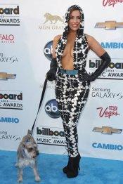 El look Nayer y su perro, en los premios Billboard Music Awards